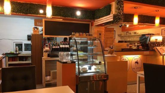 Doi Soi 12 Cafe and Restaurant