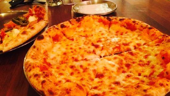 명동 피자