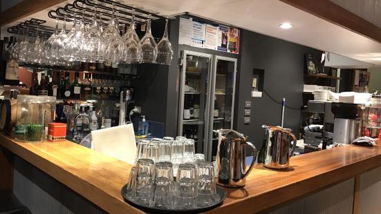 Waves Cafe Bar and Restaurant