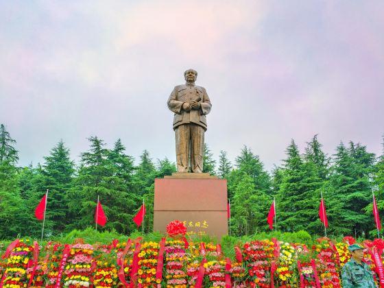 Mao Zedong Bronze Statue