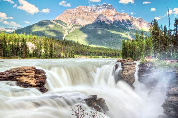 阿薩巴斯卡瀑布