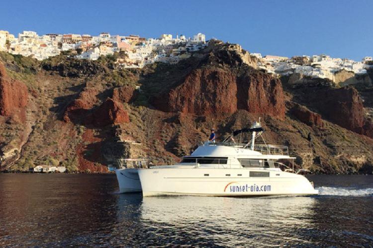 聖托裡尼遊艇伊奧斯島之旅