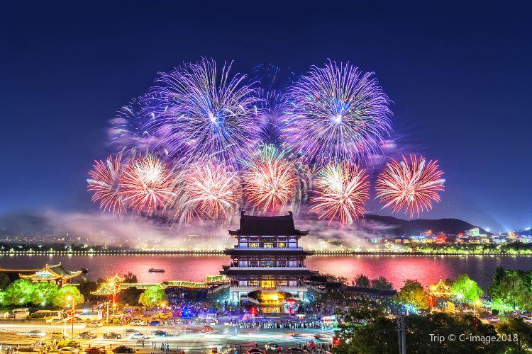 Orange Isle Fireworks1