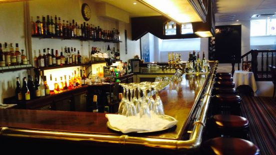 Brasserie Murdochs Books & Ale