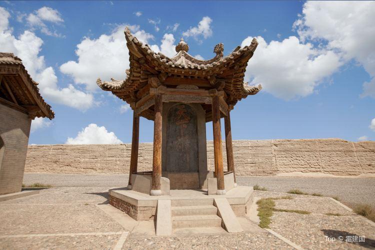 Tianxia Xiongguan Monument1