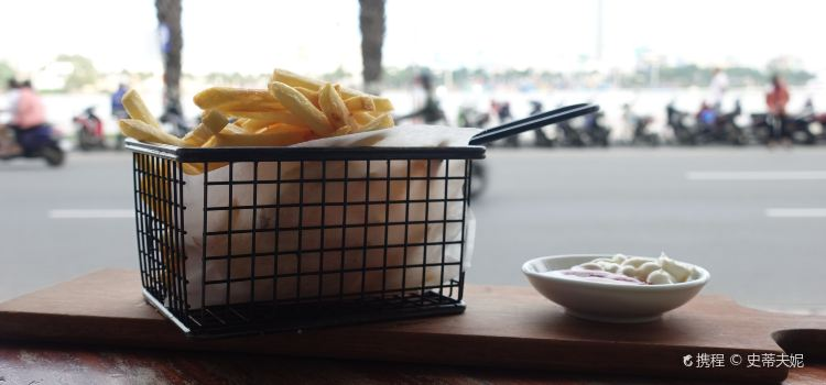 Waterfront Danang Restaurant & Bar2