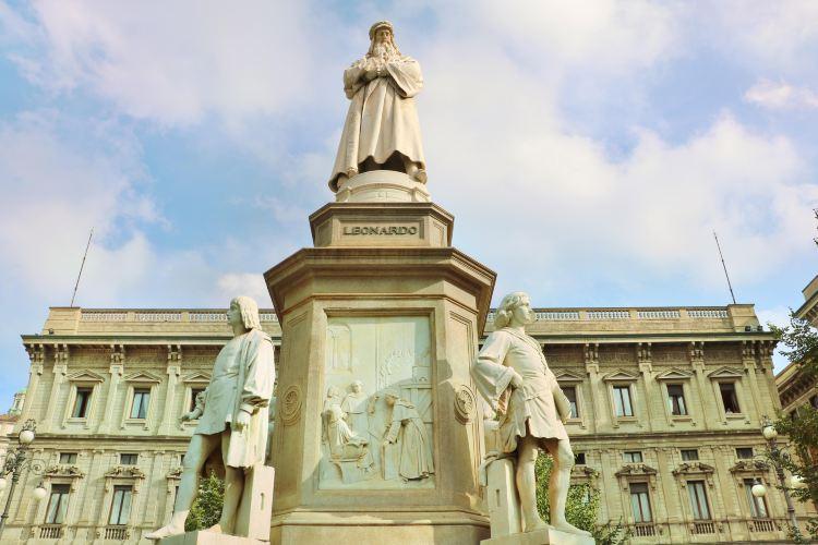 達芬奇雕像