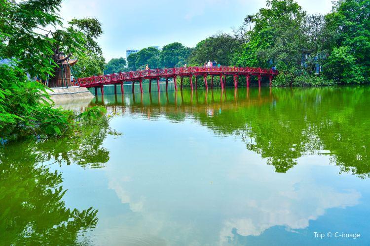 Hoan Kiem Lake2