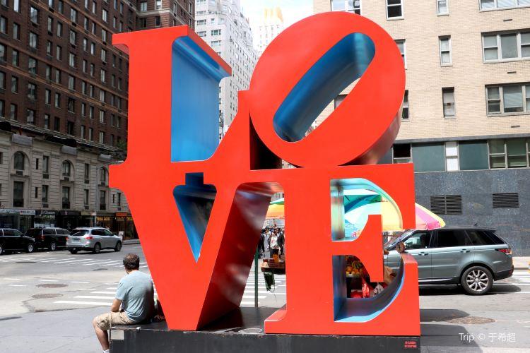 LOVE雕塑1