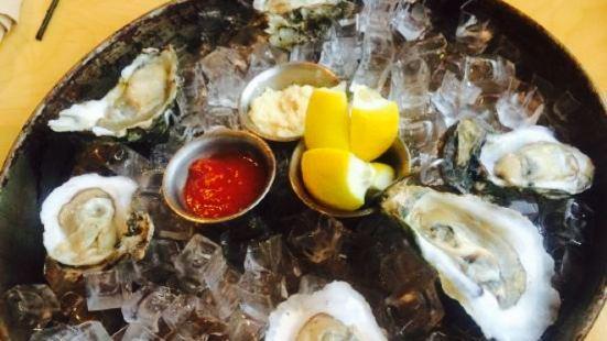 Shellfish Sports Bar & Grille