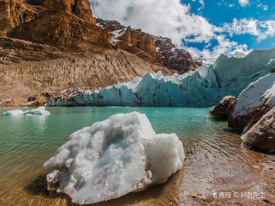 曲登尼瑪冰川