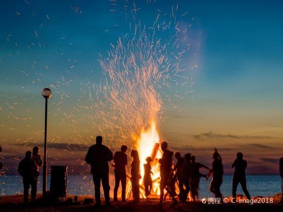Bonfire Party of Fenghuang Original Ecological Folk Peach Blossom Island