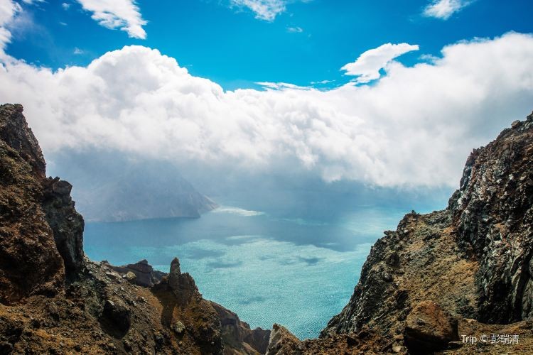 Heaven Lake on Changbai Mountain3