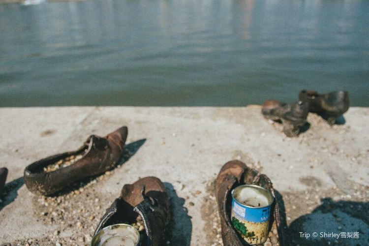 Shoes on the Danube Bank3