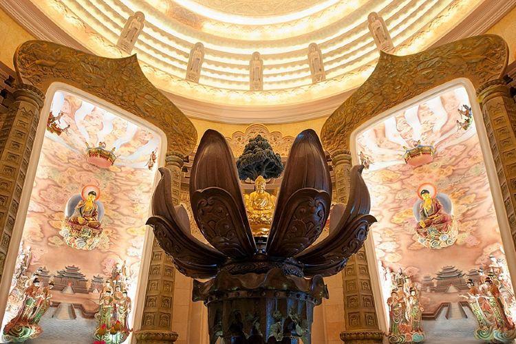 Dunhua Gold Peak Giant Buddha1