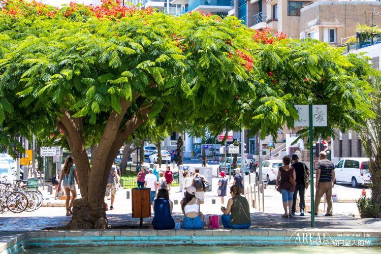 Nahalat Binyamin Street2