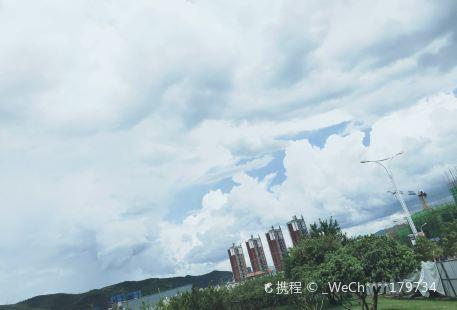 Huayu Shiwaitaoyuan Youle Water Amusement Park