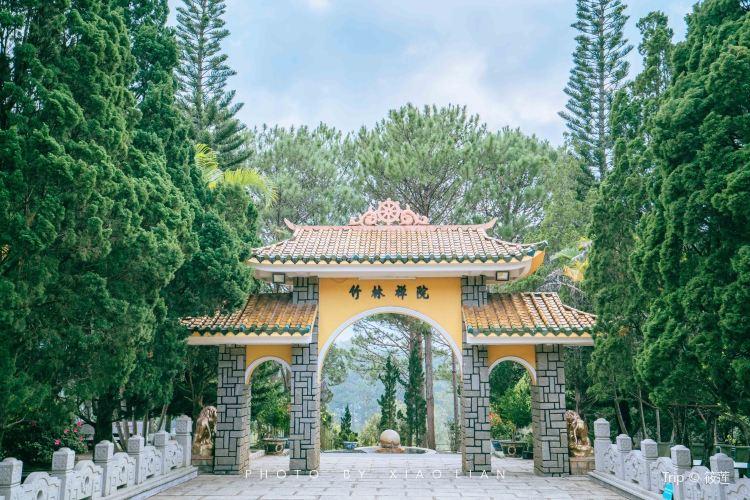 Truc Lam Temple3
