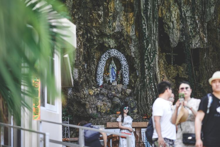 Santa Lourdes Shrine2