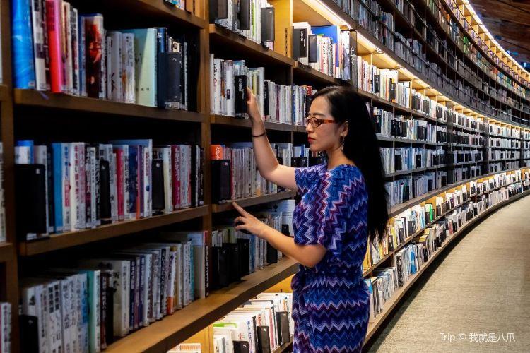 武雄市図書館1
