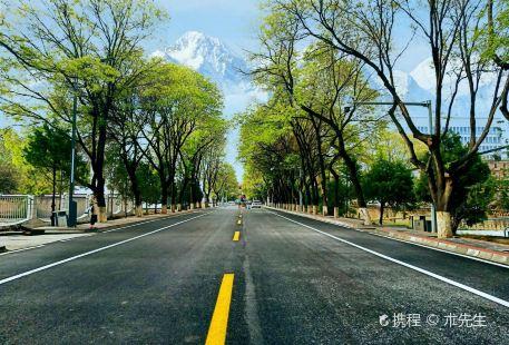 Lanzhou Xinqu 2 Hao Hu Tiyu Park