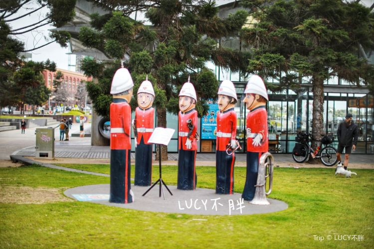 Geelong Baywall Bollards1