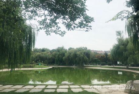 Lianchi Park