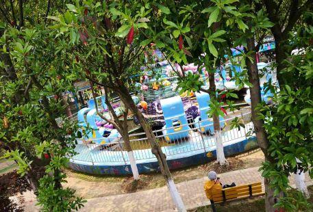 Yangcheng Lake Water Park Playground