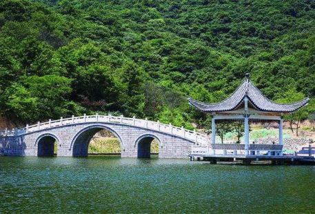 Jigongshan Taohuazhai Sceneic Area