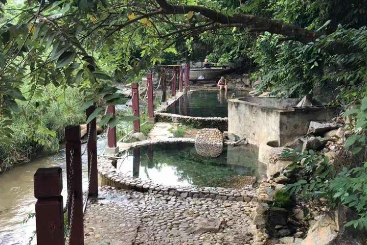 Qi Xian Yao Chi Wild Hot Springs