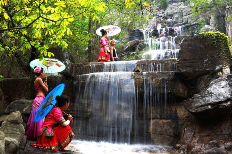 Jiuding Tower Zhonghua Minsu Happy Park