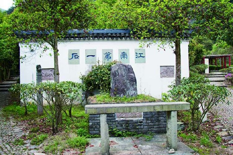 Lianghuang Mountain Scenic Area3