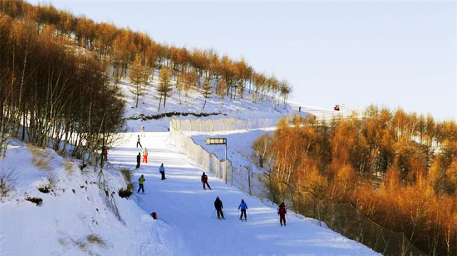 臥佛山滑雪場