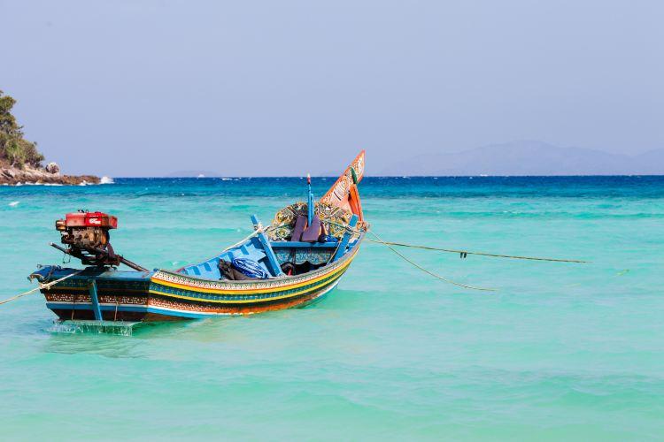 Racha Yai Island1