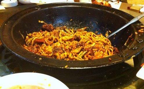 滿樂鍋鐵鍋燜面燴菜