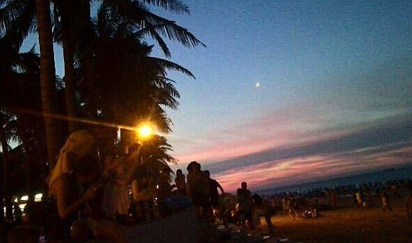 假日海灘夜市