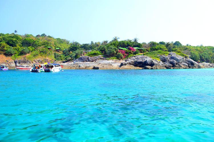 Racha Yai Island2