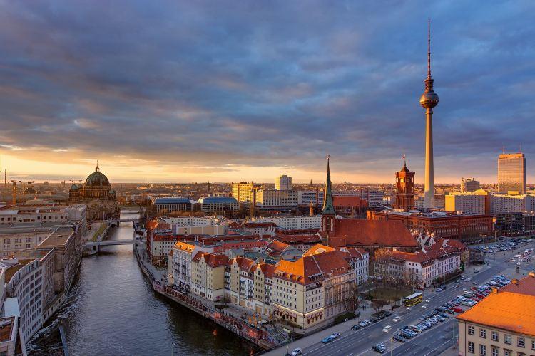 Berlin TV Tower (Fernsehturm)1