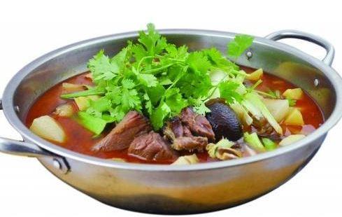 銅鍋酸菜豬腳
