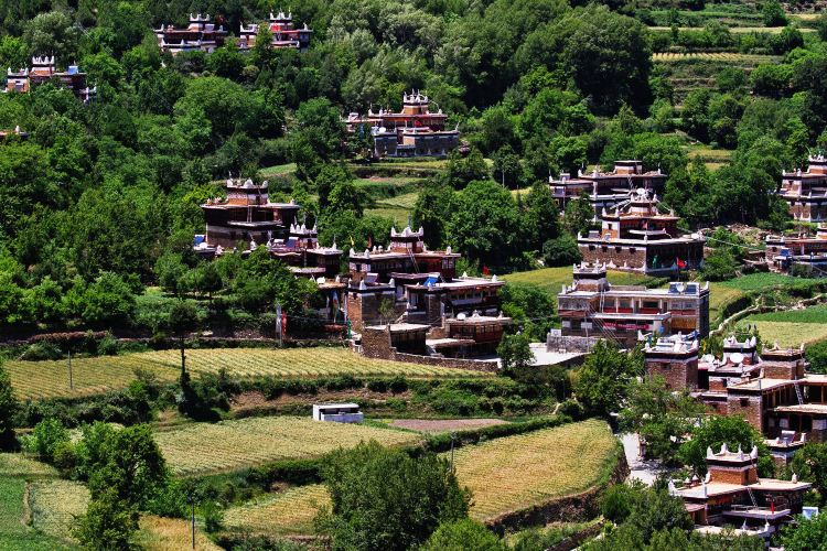 Jiaju Tibetan Village1