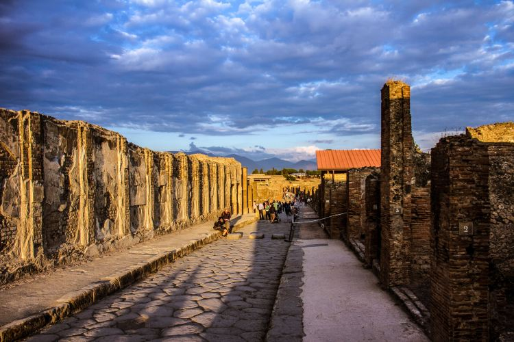 The Ancient City of Pompeii2