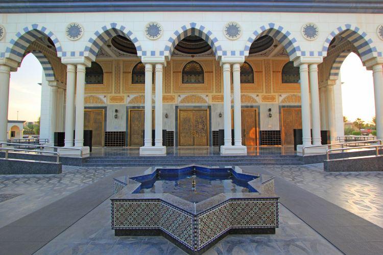 The Al Farooq Omar Bin Al Khattab Mosque And Centre3
