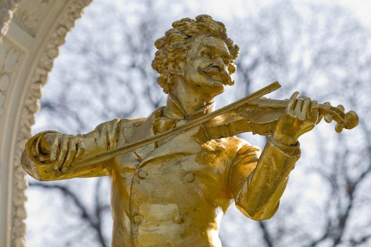 施特勞斯金色雕像2