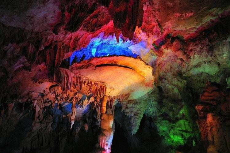 Yiling Cave2