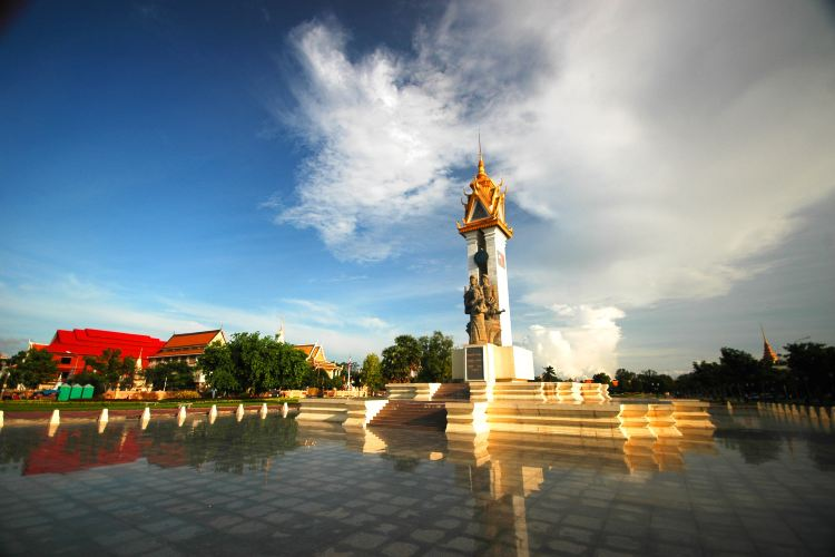Cambodia-Vietnam Friendship Monument1