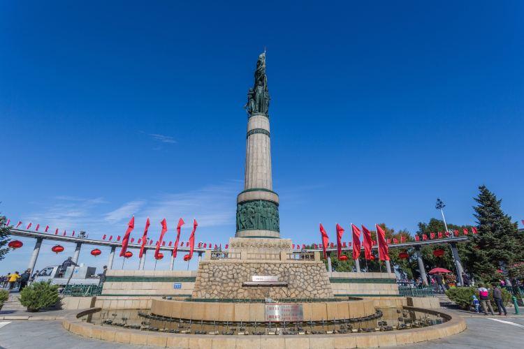 방홍(팡훙) 기념탑2