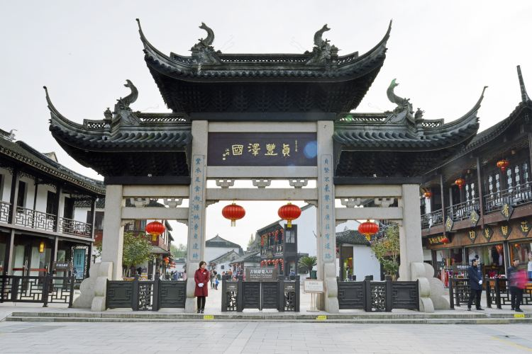 the Old Decorated Archway and Quanfu Tower1