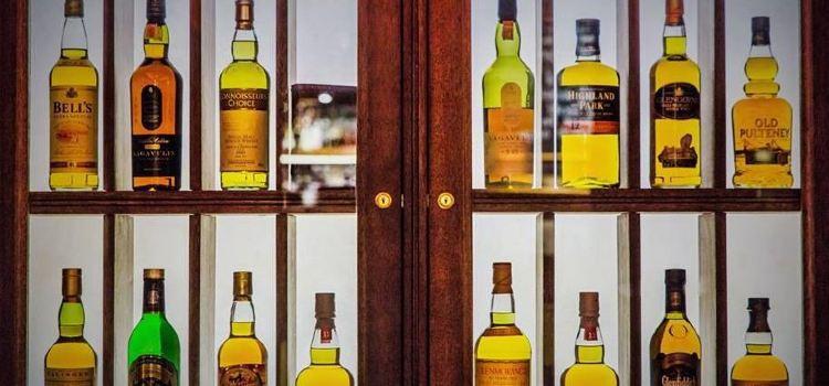 Usquabae Whisky Bar1