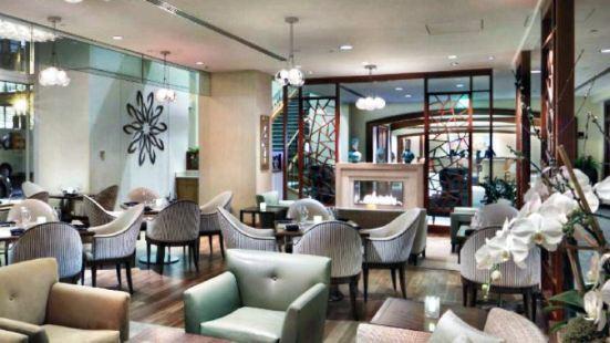 Tamo Restaurant & Bar