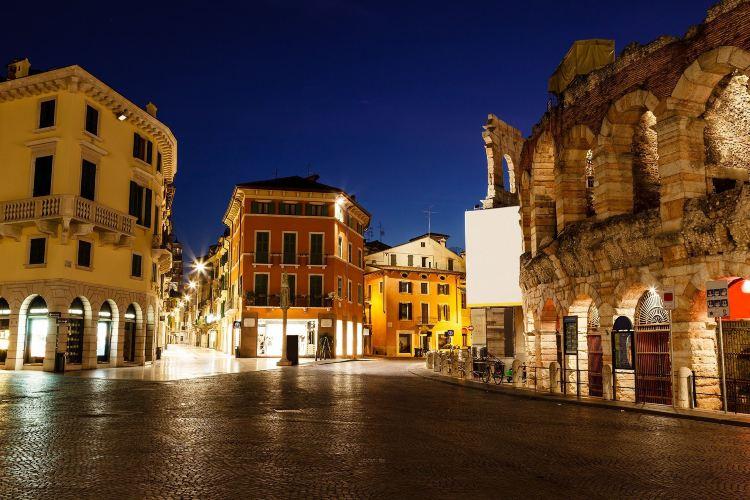 Roman Walls3